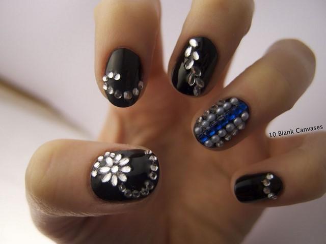 uñas decoradas cortas piedras bonitas negro