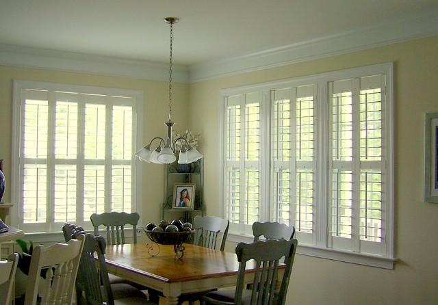 ventanas de aluminio pequeñs dos PVC blanco