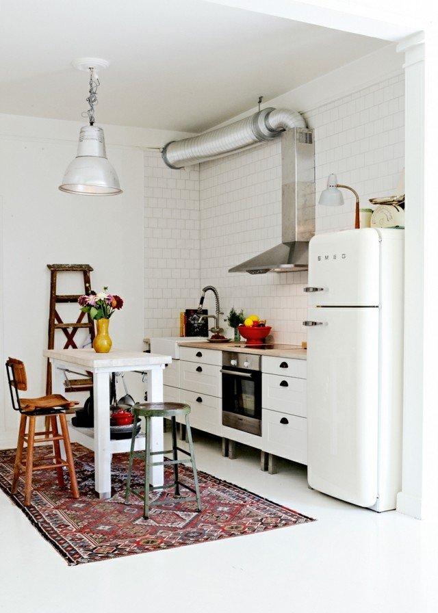 vintage blanca mesa alta sillas distintas cocina bonita