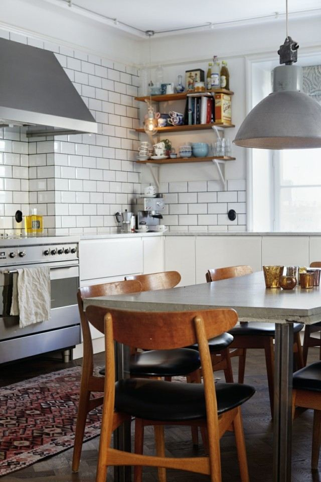 vintage blanco azulejos pared estanterias retro