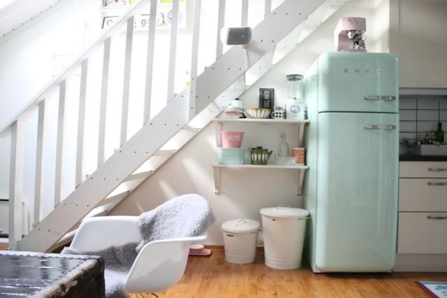 vintige electrodomesticos color azul claro blanco estanterias bonito