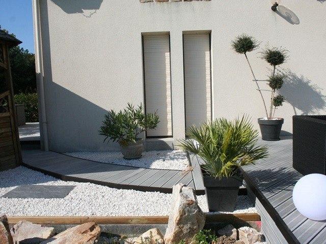 xeriscape plantas camino rocas macetas