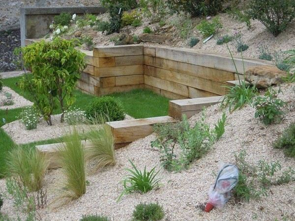 xeriscaping rocas cactus contenedor madera plantas