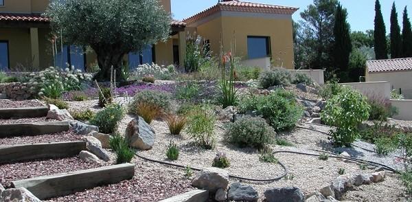 Jardiner a en pendientes trucos para un jard n de lujo - Amenagement d un jardin en pente ...