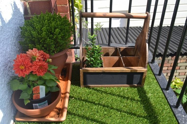 Decoracion terrazas y patios lo natural est de moda for Alfombra cesped artificial