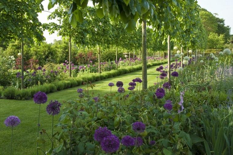 Ian Smith jardin grande camino cesped arboles flores ideas