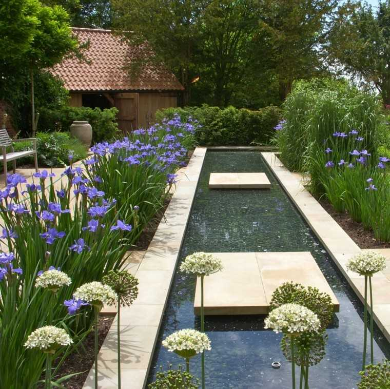 Sue Townsend diseno jardin agua flores banco ideas