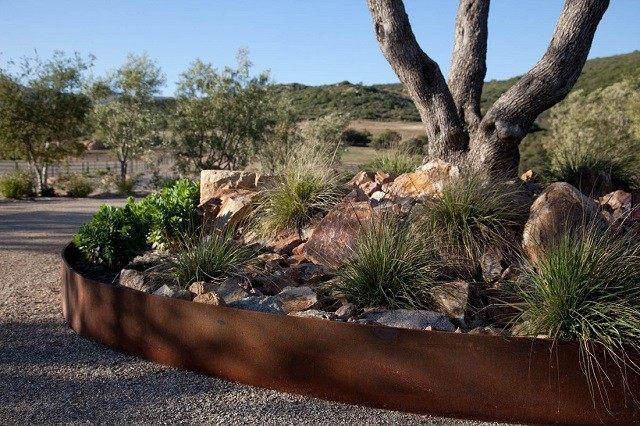 acero corten xeriscape plantas rocas