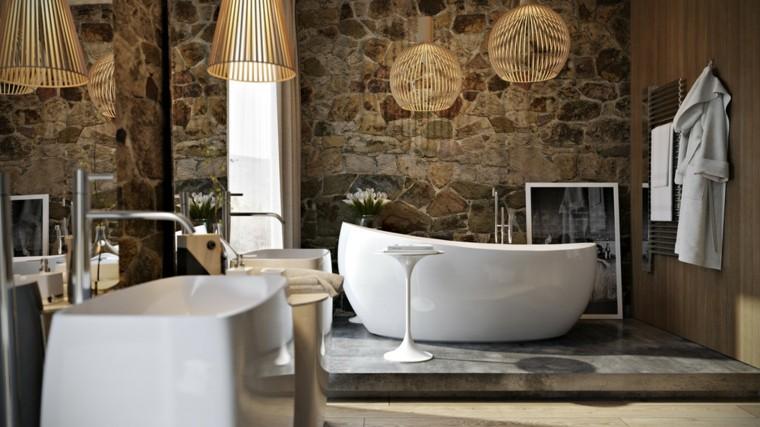 albornoz colgado perchero pared baño