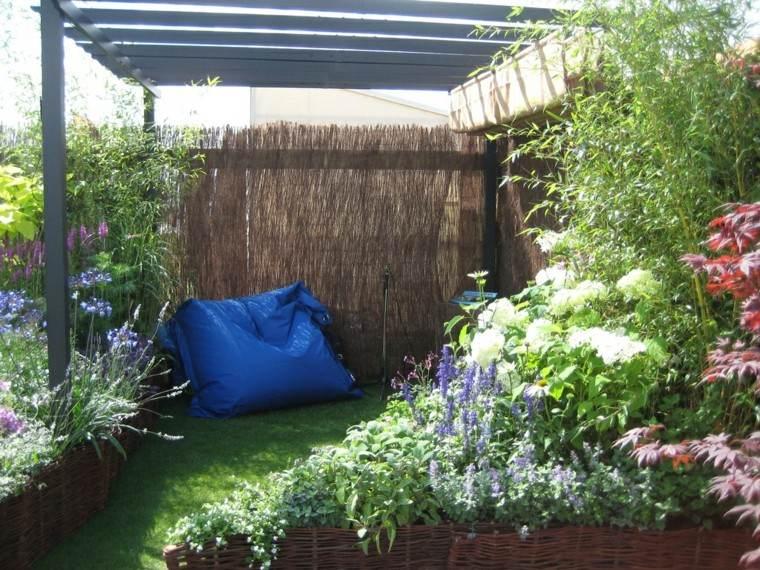almohada azul relax patio cercado