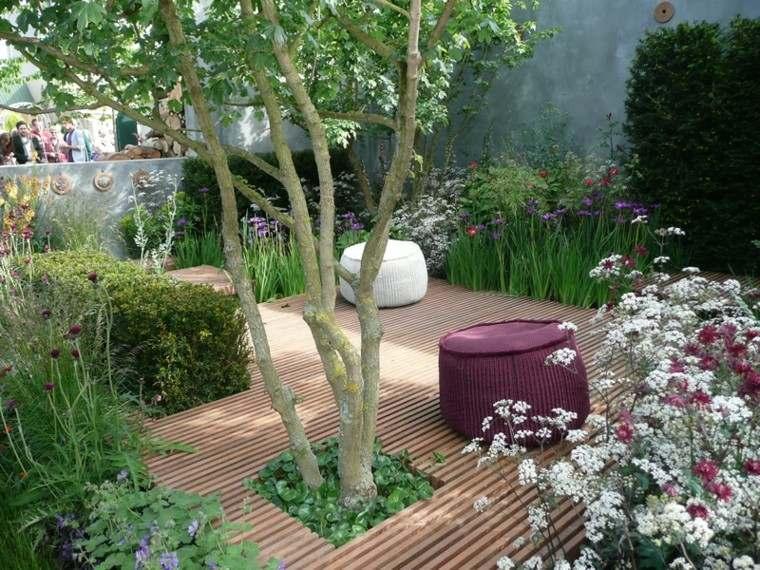 arbol jardin dos pufs suelo
