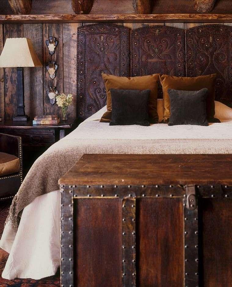 armario anticuado convertido cabecero cama moderna