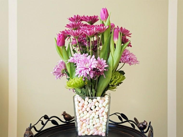 arreglo floral jarron cristal golosinas flores