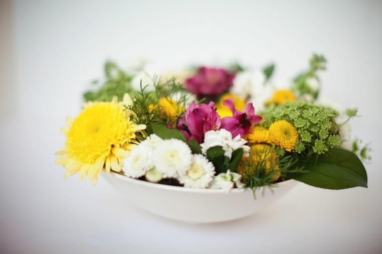 arreglo floral plato hondo blanco flores bonitas