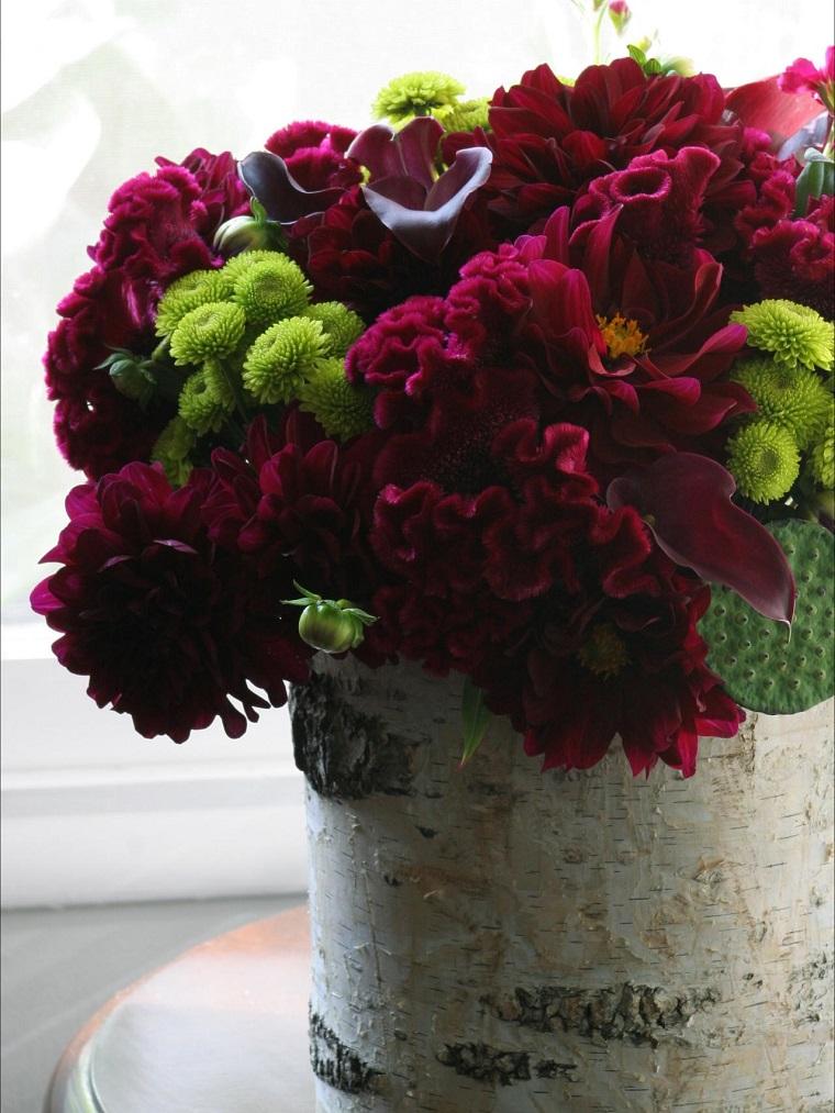 arreglo madera flores rojas llamativas bonitas verdes