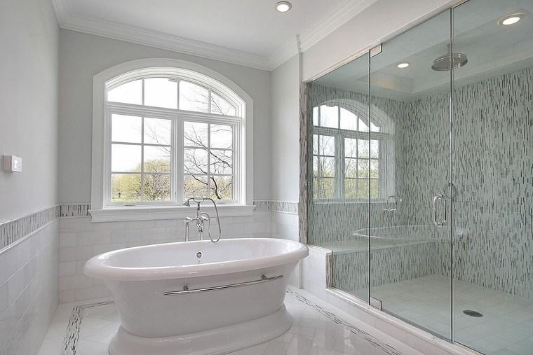 baño blanco bañera  mampara cristal ideas