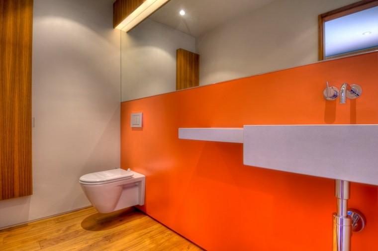 baño estilo moderno color naranja