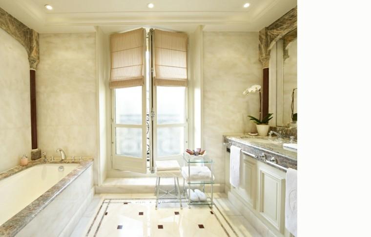 baño pequeño beige estilo lujoso