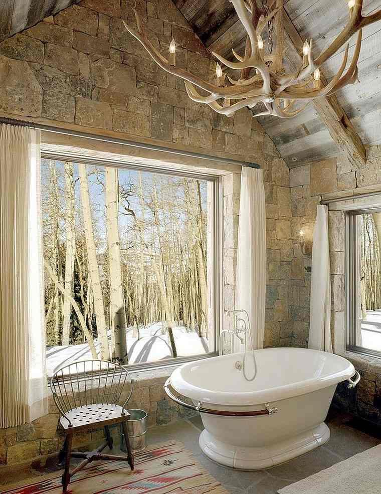 bano estilo rustico cuernos lampara techo ideas
