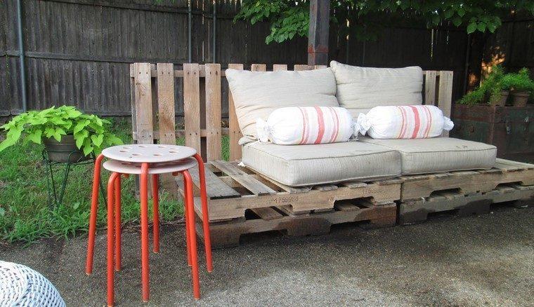 Mobiliario de jard n con palets exclusividad en tu patio - Cojines muebles exterior ...
