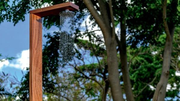 bonita ducha jardín minimalista madera