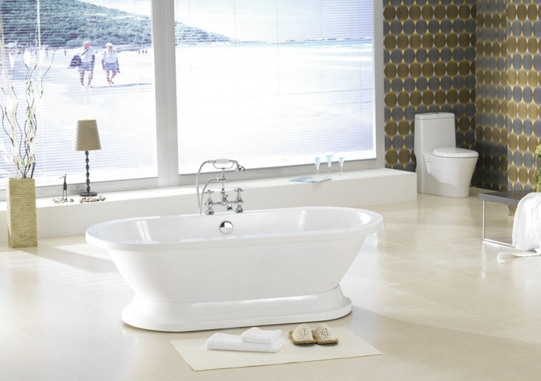 bonito baño blanco vistas playa