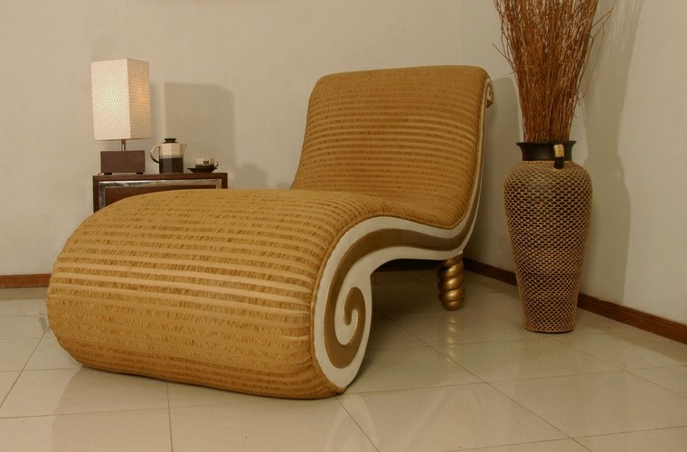 bonito sillon color dorado sala