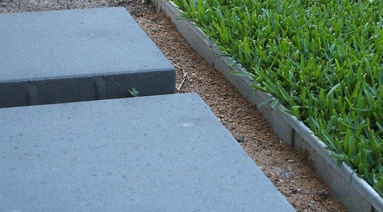bordes jardin camino baldosas grandes