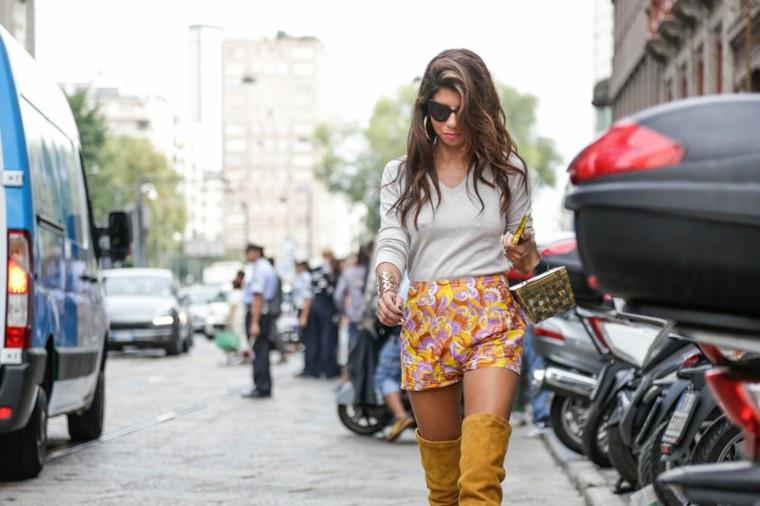 botas-altas-amarillas-shorts