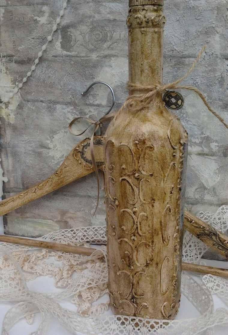 botella vieja con cuerda cáñamo