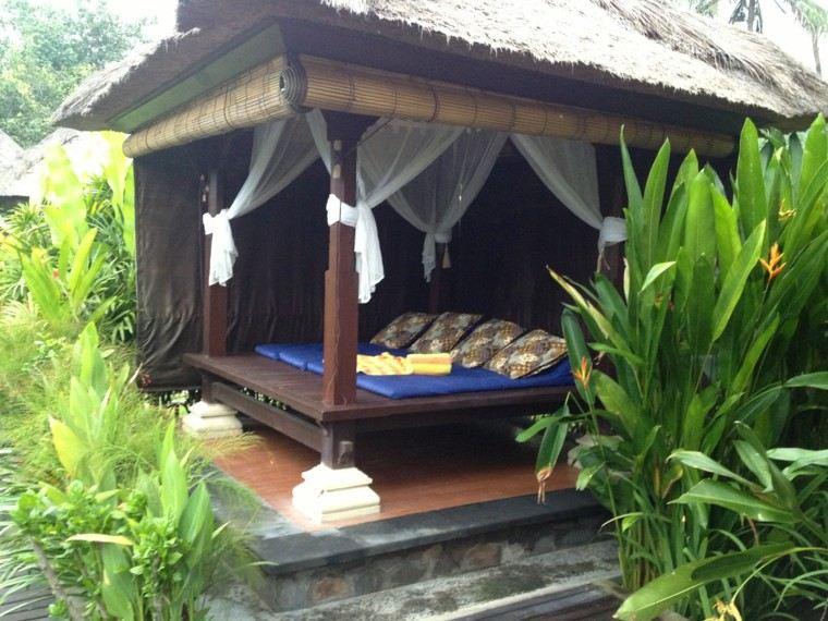 cabaña cubierta madera jardin cama