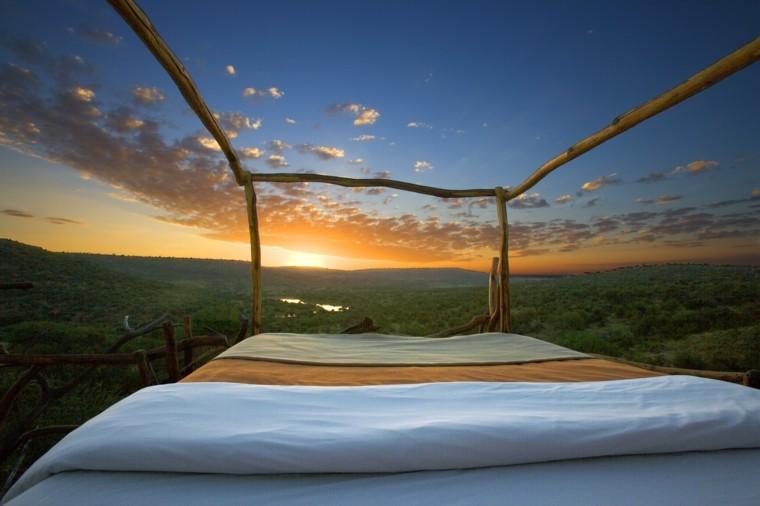 cama madera en jardin vistas