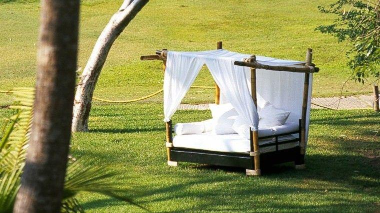 cama madera flotante patio blanca