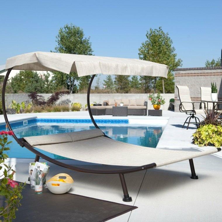 cama moderna hamaca cubierta jardin