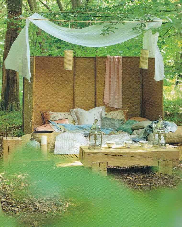cama pared jardin plantas verde