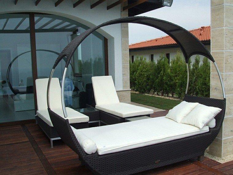 cama sofa cubierto mimbre negro