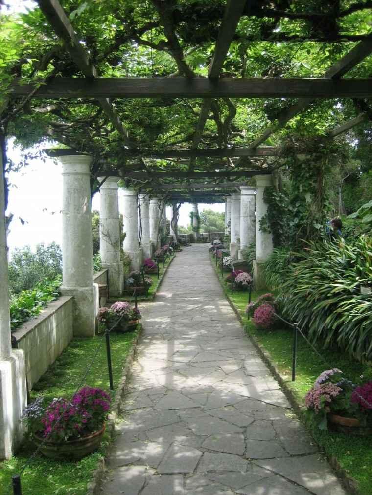camino flores columnas techado pergola