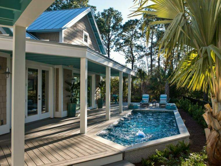 casa madera piscina palmeras tumbonas