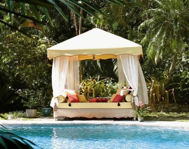 caseta piscina cama cubierta cojines