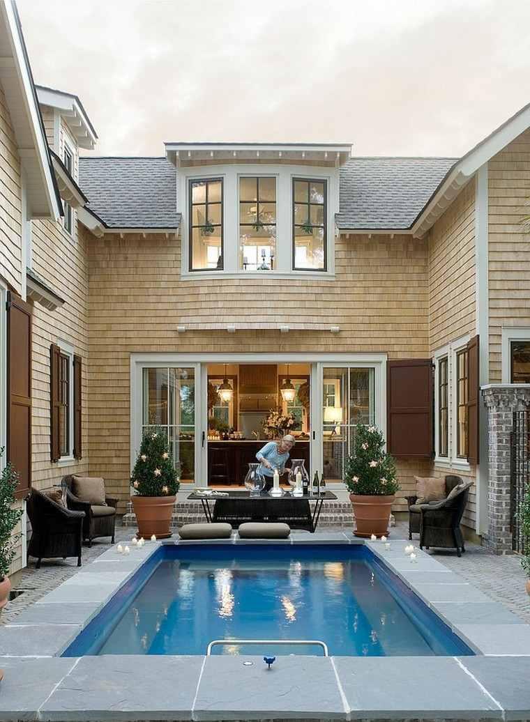 Una piscina peque a en el patio trasero un gran capricho Fotos de patios de casas pequenas