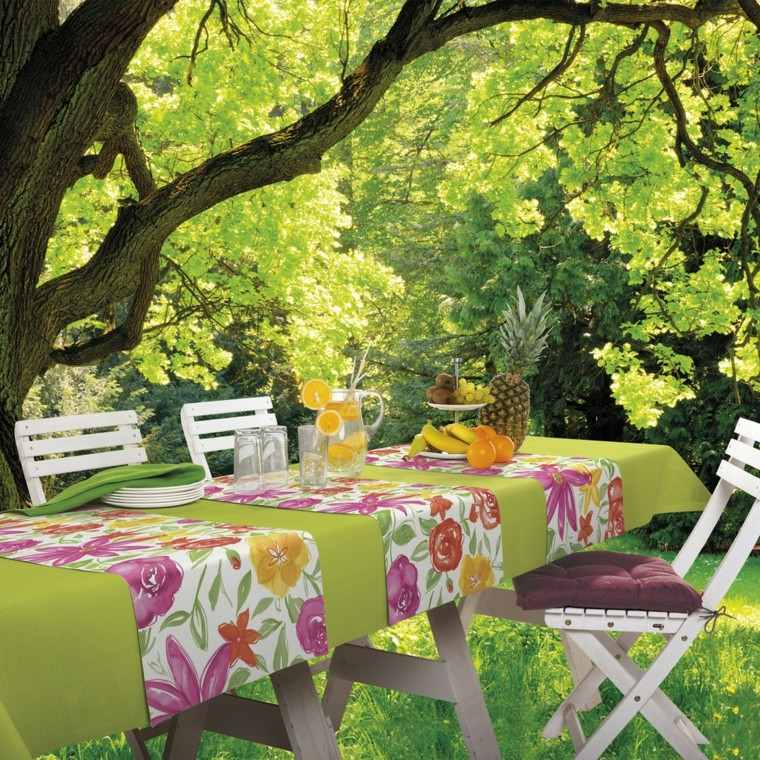 cenas-bajo-arbol-mantel-estampados-flores-ideas-frescas