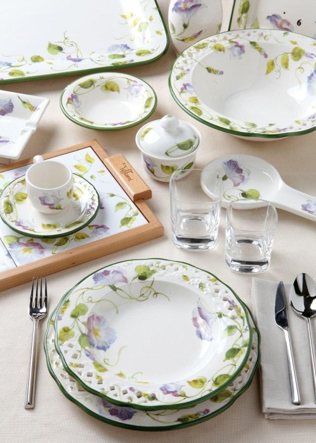 cenas ricas vajilla blanca borde verde flores moderno
