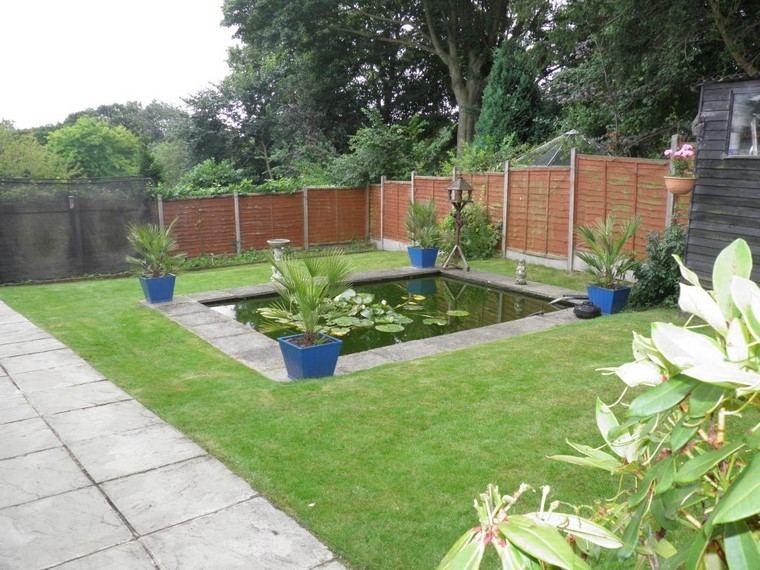 cesped macetas muro plantas jardin