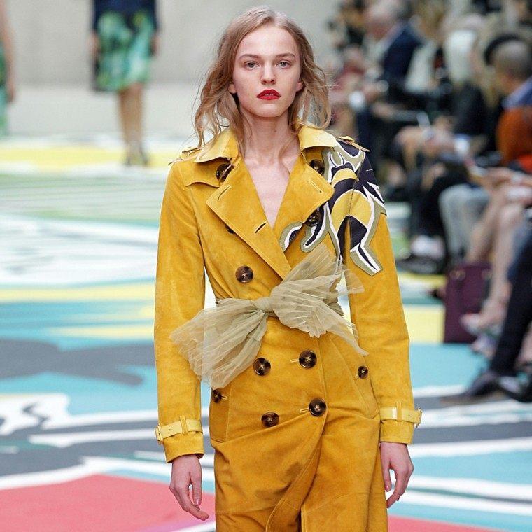 chaqueta amarilla terciopelo larga lazo