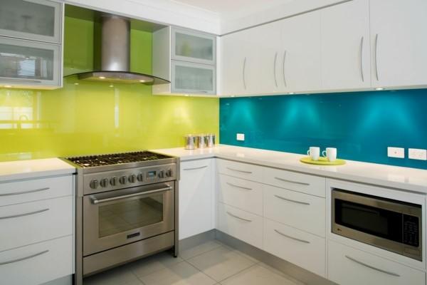 cocina blanca amarilla azul laminado