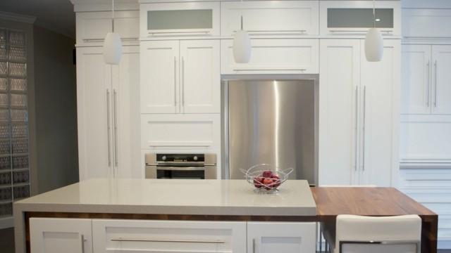 cocina blanca isla electrodomesticos moderna acero