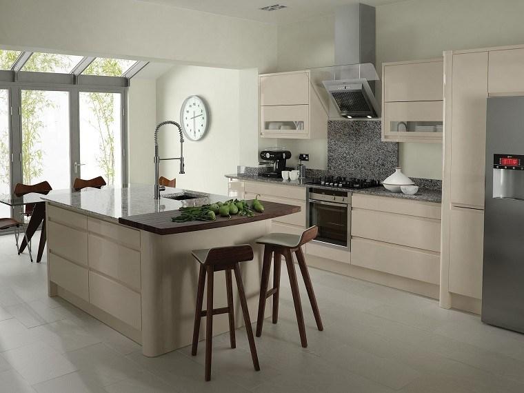 cocina-diseño-madera-reloj
