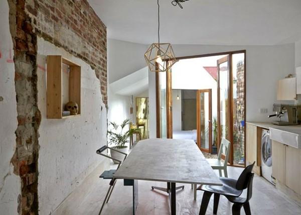 cocina blanca pared ladrillos calavera