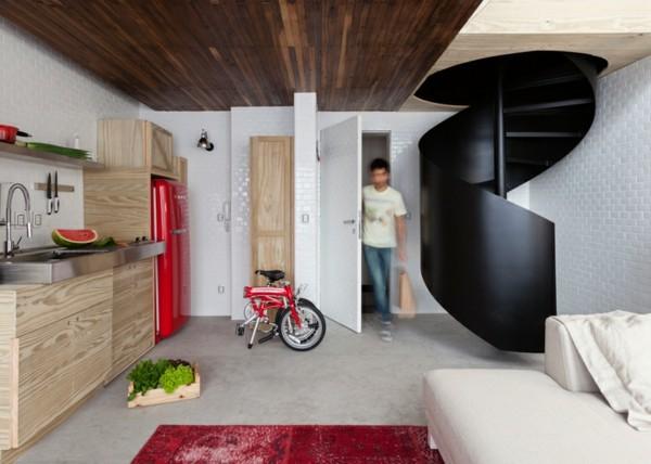 cocina madera escaleras caracol negras