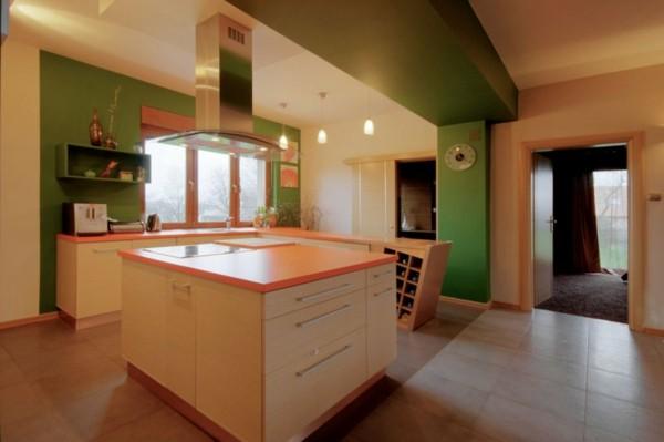 cocina moderna color naranja verde